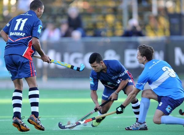 Chad Cairncross of NMMU and Luke Barker of UCT during the 2014 Varsity Hockey match between NMMU and UCT on Monday. Photo: Luigi Bennet / SASPA