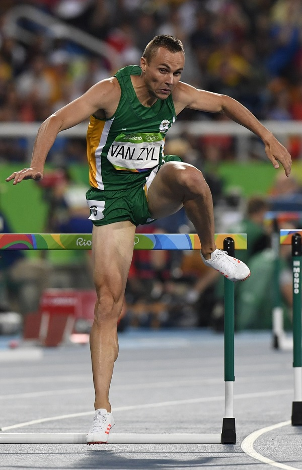 Star South African 400m hurdler LJ van Zyl will attend the Bestmed Madibaz athletics clinics at Daniel Pienaar Technical High School from Wednesday to Friday.