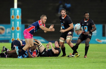 FNB NMMU-Madibaz scrumhalf Ivan Ludick clears the ball during their first-round FNB Varsity Cup clash against UJ. Photo: Saspa