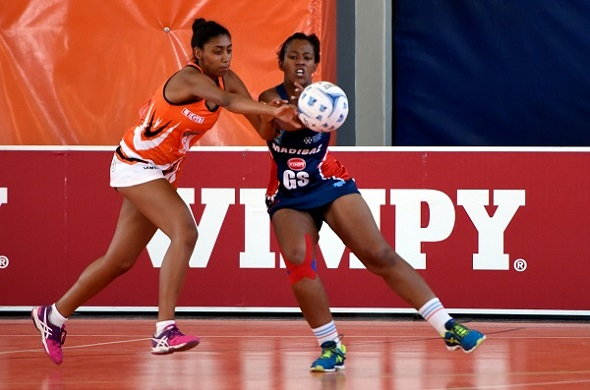 UJ's Jodie Brown of University of Johannesburg and Hlumisa Sithonga of SPAR Madibaz tussle for possession during round one of the Varsity Netball tournament. Photo: Catherine Kotze
