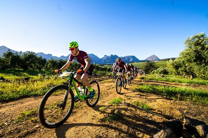 Tristan de Lange leads the Stellenbosch University team as they set the pace on the opening stage of the Varsity MTB Challenge at the Nederburg wine farm near Paarl today. The defending champions won the stage in a time of 2:08:17.